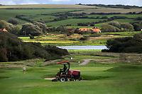 WIMEREUX   (FR.) - Greenkeeper. Par 3, green hole2 van Wimereux Golf Club . Copyright Koen Suyk