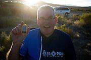 Sean Costin toont zijn persoonlijk record dat hij gereden heeft op de vierde racedag van de WHPSC. In de buurt van Battle Mountain, Nevada, strijden van 10 tot en met 15 september 2012 verschillende teams om het wereldrecord fietsen tijdens de World Human Powered Speed Challenge. Het huidige record is 133 km/h.<br /> <br /> Sean Costin shows his personal record he set on the fourth day of the WHPSC. Near Battle Mountain, Nevada, several teams are trying to set a new world record cycling at the World Human Powered Vehicle Speed Challenge from Sept. 10th till Sept. 15th. The current record is 133 km/h.