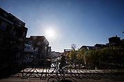 In Dordrecht rijdt een fietser door de historische binnenstad.<br /> <br /> In Dordrecht a cyclist rides at the historical city center.