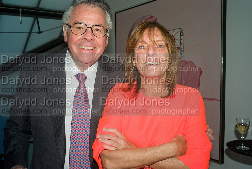 THE  AMERICAN AMBASSADOR ROBERT TUTTLE AND LADY ROGERS. These Foolish Things, charity evening hosted by Sir Richard and Lady Rogers. Chelsea. London. 7 May 2008.  *** Local Caption *** -DO NOT ARCHIVE-© Copyright Photograph by Dafydd Jones. 248 Clapham Rd. London SW9 0PZ. Tel 0207 820 0771. www.dafjones.com.
