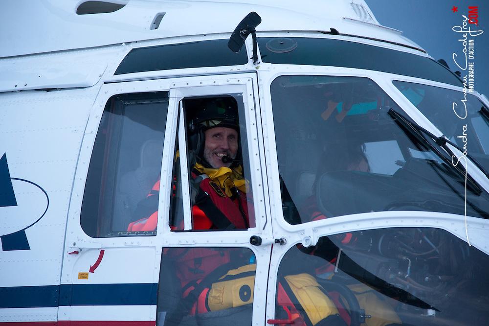 Hélicoptère AS332 Super Puma de la société Airlift, basé à Longyearbyen (Svalbard 78° Nord) en charge des opérations de secours maritimes et terrestres au nord du cercle arctique.<br /> Février 2012 / Longyearbyen / SVALBARD<br /> Cliquez ci-dessous pour voir le reportage complet (234 photos) en accès réservé<br /> http://sandrachenugodefroy.photoshelter.com/gallery/2012-02-Helicopter-SAR-au-Svalbard-Complet/G00000dNRVCWraeI/C0000yuz5WpdBLSQ