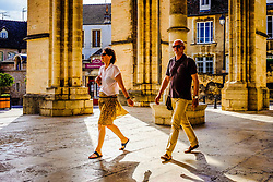 Tourists at Notre Dame church in Beaune, Burgundy, France<br /> <br /> (c) Andrew Wilson   Edinburgh Elite media
