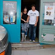NLD/Amsterdam/20110727 - Clip opname Italiaanse zangeres Laura Pausini in Amsterdam, met verloofde Paolo Carta