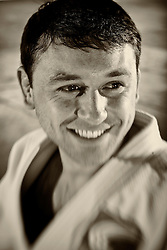 João Derly de Oliveira Nunes Júnior (Porto Alegre, 2 de junho de 1981) é um judoca brasileiro da categoria meio-leve.<br /> Atleta da SOGIPA, João Derly foi o primeiro brasileiro da modalidade a conquistar uma medalha de ouro em um campeonato mundial da categoria principal (sênior). O feito foi alcançado no Campeonato Mundial de Judô de 2005, na cidade do Cairo. FOTO: Jefferson Bernardes/Preview.com