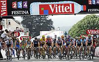 Sykkel<br /> Tour de France 2010<br /> 05.07.2010<br /> Foto: PhotoNews/Digitalsport<br /> NORWAY ONLY<br /> <br /> ETAPE 2 : BRUSSELS - SPA<br /> <br /> Thor Hushovd i norsk mesterstrøye midt i feltet