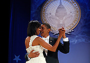 U.S. President Barack Obama and his wife Michelle dance at the Southern Regional Inaugural Ball in Washington, January 20, 2009.    REUTERS/Jim Young