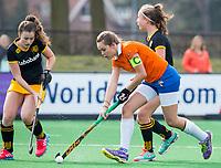 BLOEMENDAAL - hockey - Competitie Landelijk meisjes : Bloemendaal MB1-Den Bosch MB1 (1-1). Florence ter Brugge (Bl'daal) . COPYRIGHT KOEN SUYK