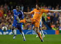 Photo: Daniel Hambury.<br />Chelsea v Barcelona. UEFA Champions League, Group A. 18/10/2006.<br />Chelsea's Michael Essien and Barcelona's Deco compete for the ball.
