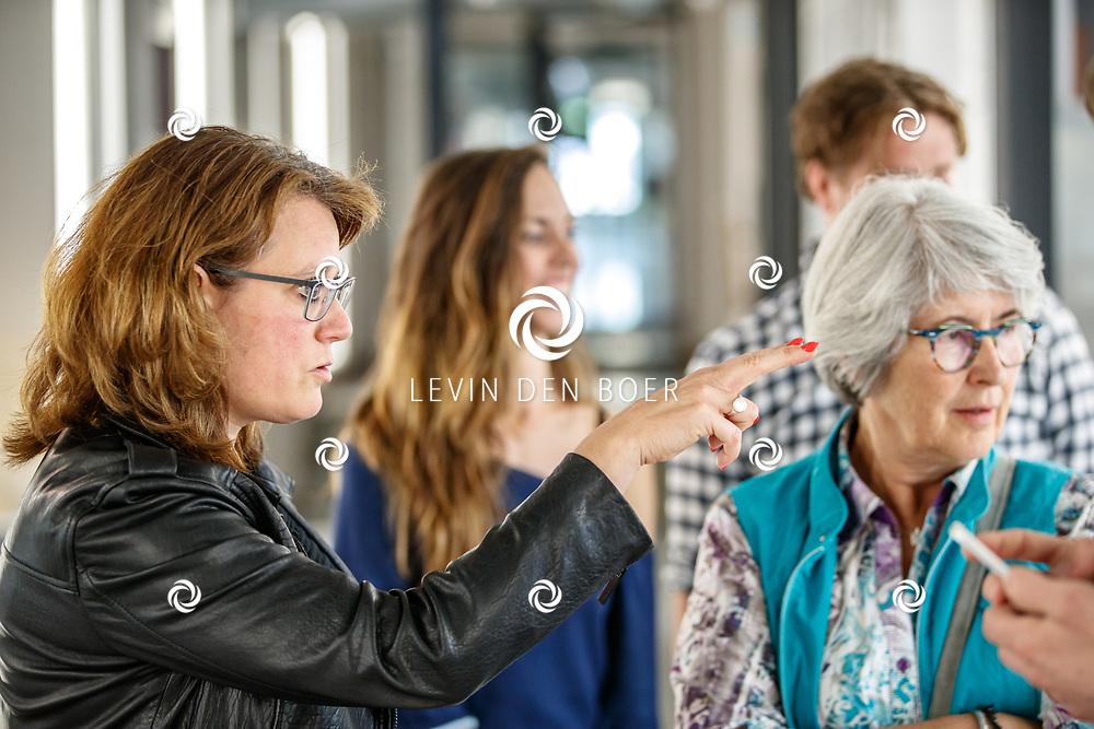 OISTERWIJK - Meester Patissier en Meester Boulanger Robèrt van Beckhoven (o.a. Heel Holland Bakt) gaat het theater in met zijn eigen theatrale foodexperience. Met hier op de foto Pirjo de Winkel. FOTO LEVIN DEN BOER - PERSFOTO.NU