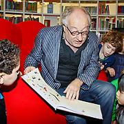 NLD/Amsterdam/20101115 - Presentatie Douwe Egberts Sinterklaasboeken Openbare Bibliotheek Amsterdam, Youp van 't Hek leest voor