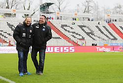 20.02.2016, Wildparkstadion, Karlsruhe, GER, 2. FBL, Karlsruher SC vs Eintracht Braunschweig, 22. Runde, im Bild Thorsten Lieberknecht (Trainer/Eintracht Braunschweig) und Michael Kauczinski (Trainer/Karlsruher SC) begruessen sich // during the 2nd German Bundesliga 22th round match between Karlsruher SC and Eintracht Braunschweig at the Wildparkstadion in Karlsruhe, Germany on 2016/02/20. EXPA Pictures © 2016, PhotoCredit: EXPA/ Eibner-Pressefoto/ Bermel<br /> <br /> *****ATTENTION - OUT of GER*****