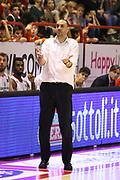 DESCRIZIONE : Campionato 2015/16 Giorgio Tesi Group Pistoia - Pasta Reggia Caserta<br /> GIOCATORE : Esposito Vincenzo<br /> CATEGORIA : Coach Allenatore Mani Delusione<br /> SQUADRA : Giorgio Tesi Group Pistoia<br /> EVENTO : LegaBasket Serie A Beko 2015/2016<br /> GARA : Giorgio Tesi Group Pistoia - Pasta Reggia Caserta<br /> DATA : 15/11/2015<br /> SPORT : Pallacanestro <br /> AUTORE : Agenzia Ciamillo-Castoria/S.D'Errico<br /> Galleria : LegaBasket Serie A Beko 2015/2016<br /> Fotonotizia : Campionato 2015/16 Giorgio Tesi Group Pistoia - Pasta Reggia Caserta<br /> Predefinita :