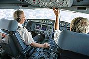 image corporate en couleur de 2 pilotes d'avion de ligne de la compagnie calédonienne Aircalin