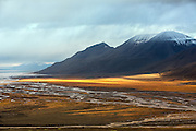 Early morning photo shot in Adventsdalen, Spitsbergen, with sunbeams by the foot of the Opera montain   Fotografering tidlig en morgen i Adventsdalen på Svalbard, med solstråler ved foten av Operafjellet.