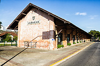 Biblioteca Pública Municipal de Jaraguá do Sul, onde funcionava a antiga estação ferroviária. Jaraguá do Sul, Santa Catarina, Brasil. / Public Library of Jaragua do Sul, where used to be the old railway station. Jaragua do Sul, Santa Catarina, Brazil.