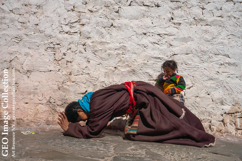 This mother and child have been doing the kora, the clockwise circumambulation of Gung Qing Monastery in Derge. Sichuan, China
