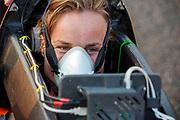 Atlete Rosa Bas stapt in de Velox. Op zondagochtend vinden de kwalificaties plaats. Het Human Power Team Delft en Amsterdam, dat bestaat uit studenten van de TU Delft en de VU Amsterdam, is in Amerika om tijdens de World Human Powered Speed Challenge in Nevada een poging te doen het wereldrecord snelfietsen voor vrouwen te verbreken met de VeloX 9, een gestroomlijnde ligfiets. Het record is met 121,81 km/h sinds 2010 in handen van de Francaise Barbara Buatois. De Canadees Todd Reichert is de snelste man met 144,17 km/h sinds 2016.<br /> <br /> With the VeloX 9, a special recumbent bike, the Human Power Team Delft and Amsterdam, consisting of students of the TU Delft and the VU Amsterdam, wants to set a new woman's world record cycling in September at the World Human Powered Speed Challenge in Nevada. The current speed record is 121,81 km/h, set in 2010 by Barbara Buatois. The fastest man is Todd Reichert with 144,17 km/h.