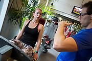 In Amsterdam traint Aniek Rooderkerken op de VU. In september wil het Human Power Team Delft en Amsterdam, dat bestaat uit studenten van de TU Delft en de VU Amsterdam, tijdens de World Human Powered Speed Challenge in Nevada een poging doen het wereldrecord snelfietsen voor vrouwen te verbreken met de VeloX 7, een gestroomlijnde ligfiets. Het record is met 121,44 km/h sinds 2009 in handen van de Francaise Barbara Buatois. De Canadees Todd Reichert is de snelste man met 144,17 km/h sinds 2016.<br /> <br /> With the VeloX 7, a special recumbent bike, the Human Power Team Delft and Amsterdam, consisting of students of the TU Delft and the VU Amsterdam, also wants to set a new woman's world record cycling in September at the World Human Powered Speed Challenge in Nevada. The current speed record is 121,44 km/h, set in 2009 by Barbara Buatois. The fastest man is Todd Reichert with 144,17 km/h.