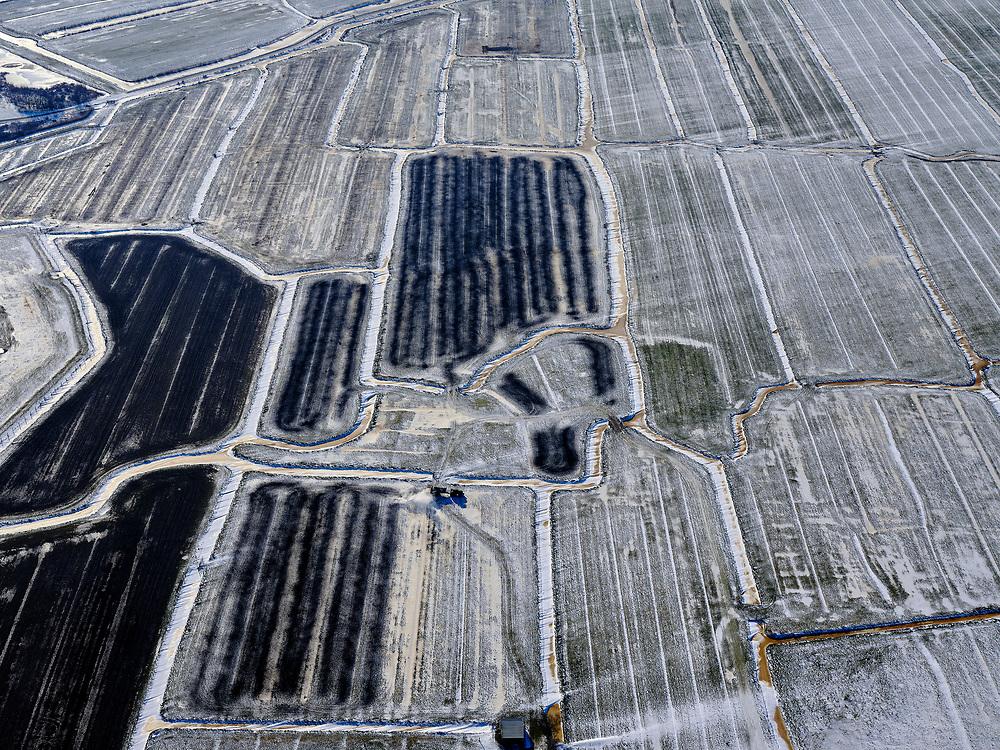 Nederland, Noord-Holland, Amsterdam (landelijk Noord), 13-02-2021; Waterland in de winter,  overzicht met Volgermeerpolder. <br /> Na beëindiging van het vervenen werden de 'petgaten' volgestort met huisvuil en chemisch afval, onder andere met dioxine en benzeen afkomstig van Philips-Duphar. Inmiddels is de polder gesaneerd, de voormalige vuilstortplaats is afgedekt met folie .<br /> The Volgermeerpolder in the rural area near Amsterdam once a landfill site for heavily polluted household and industrial waste, has been cleaned up using natural capping and turned into a nature area.<br /> luchtfoto (toeslag op standaard tarieven);<br /> aerial photo (additional fee required)<br /> copyright © 2021 foto/photo Siebe Swart