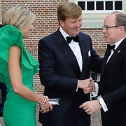 Aankomst van de koninklijke gasten op Paleis Het Loo voor het Diner.<br /> <br /> Arrival of the royal guests at Het Loo Palace for Dinner.<br /> <br /> Op de foto / On the photo: <br />  Koning Willem-Alexander, koningin Maxima en prins Albert II van Monaco ///  King Willem-Alexander, Queen Maxima and Prince Albert II of Monaco