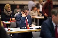 DEU, Deutschland, Germany, Berlin, 11.12.2017: Bundesaussenminister Sigmar Gabriel in den Reihen der SPD-Fraktion vor Beginn der Fraktionssitzung der SPD im Deutschen Bundestag.