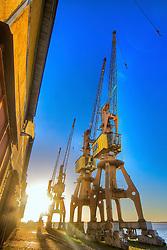 O porto de Porto Alegre é o maior porto fluvial do País, em extensão. Mantém oito quilômetros de cais acostável, dividido entre os cais Mauá, Navegantes e Marcílio Dias. Sua estrutura envolve 25 armazéns com 70 mil m², numa área total de 450 mil m². FOTO: Jefferson Bernardes/Preview.com