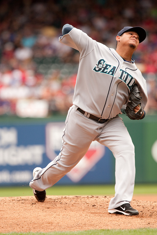 Francisco Hernandez #34, Seattle Mariners pitcher. Seattle Mariners at Texas Rangers. Phootgraphed at Rangers Ballpark In Arlington in Arlington, Texas on Saturday, April 10, 2010. Photograph © 2010 Darren Carroll.