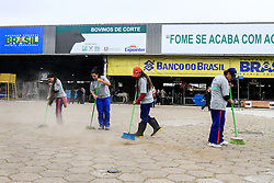 Limpeza do Parque de Exposições Assis Brasil na 38ª Expointer, que ocorrerá entre 29 de agosto e 06 de setembro de 2015 no Parque de Exposições Assis Brasil, em Esteio. FOTO: Vilmar da Rosa/ Agência Preview