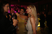 Kelly Brook and Laura Bailey, The British Fashion Awards  2006 sponsored by Swarovski . Victoria and Albert Museum. 2 November 2006. ONE TIME USE ONLY - DO NOT ARCHIVE  © Copyright Photograph by Dafydd Jones 66 Stockwell Park Rd. London SW9 0DA Tel 020 7733 0108 www.dafjones.com