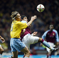 Fotball, 3. desember 2003, Carling Cup, Aston Villa- Crystal Palace 2-0, Kit Symons, Crystal Palace og Juan De La Cruz, Aston Villa