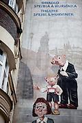 Fassade mit Werbung für das Prager Marionetten Theater Spejbel und Hurvinek.