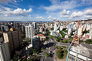 Belo Horizonte_MG, Brasil...Vista panoramica da capital mineira. Detalhe para o encontro das avenidas Afonso Pena e Contorno (Praca Milton Campos) no bairro Cruzeiro. A esquerda bairro funcionarios em Belo Horizonte, Minas Gerais...Panoramic view of the state capital. In this photo the avenues and Afonso Pena and Contorno (Milton Campos Square) in Cruzeiro neighborhood.  In the left  in Belo Horizonte, Minas Gerais...Foto: NIDIN SANCHES / NITRO