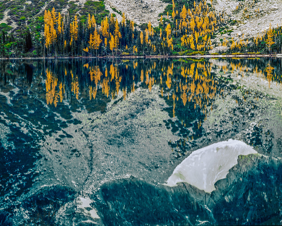 Colchuck Lake, autumn, Alpine Lakes Wilderness, Washington, USA