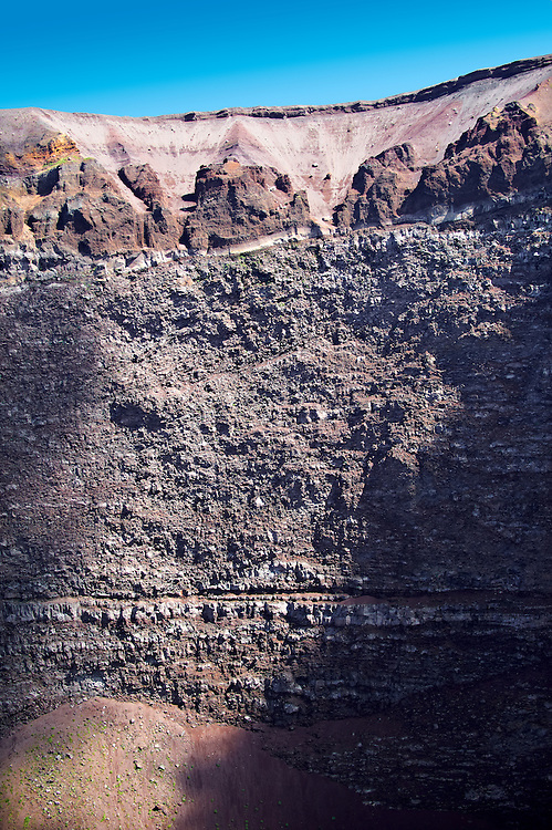 Layers of  volcanic rock on the  volcanic crater of Mount Vesuvius, Italy .<br /> <br /> Visit our ITALY PHOTO COLLECTION for more   photos of Italy to download or buy as prints https://funkystock.photoshelter.com/gallery-collection/2b-Pictures-Images-of-Italy-Photos-of-Italian-Historic-Landmark-Sites/C0000qxA2zGFjd_k<br /> If you prefer to buy from our ALAMY PHOTO LIBRARY  Collection visit : https://www.alamy.com/portfolio/paul-williams-funkystock/mount-vesuvius.html