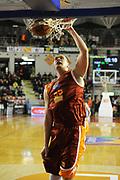 DESCRIZIONE : Roma Campionato Lega A 2011-12 Acea Virtus Roma Montepaschi Siena <br /> GIOCATORE : uros slokar<br /> CATEGORIA :  tiro schiacciata<br /> SQUADRA :  Acea Roma Montepaschi Siena<br /> EVENTO : Campionato Lega A 2011-2012<br /> GARA :  Acea Roma Montepaschi Siena<br /> DATA : 26/02/2012<br /> SPORT : Pallacanestro<br /> AUTORE : Agenzia Ciamillo-Castoria/GiulioCiamillo<br /> Galleria : Lega Basket A 2011-2012 <br /> Fotonotizia :  Roma Lega A 2011-12 Acea Roma Montepaschi Siena<br /> Predefinita :