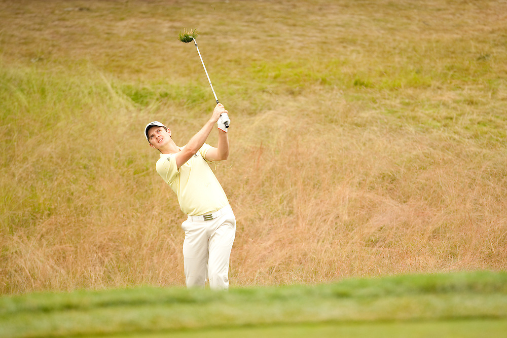 FARMINGDALE, NY - JUNE 20:  Justin Rose hits his shot during the continuation of the second round of the 109th U.S. Open Championship on the Black Course at Bethpage State Park on Saturday, June 20, 2009. (Photograph by Darren Carroll) *** Local Caption *** Justin Rose
