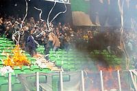 Fotball<br /> Nederland<br /> Foto: ProShots/Digitalsport<br /> NORWAY ONLY<br /> <br /> voetbal fc groningen - ajax erediivisie seizoen 2007-2008 13-04-2008 ongeregelheden bij begin wedstrijd brand op tribune door toiletrollen <br />  <br />   <br /> Brann på tribunen stoppet kampen mellom Groeningen og Ajax
