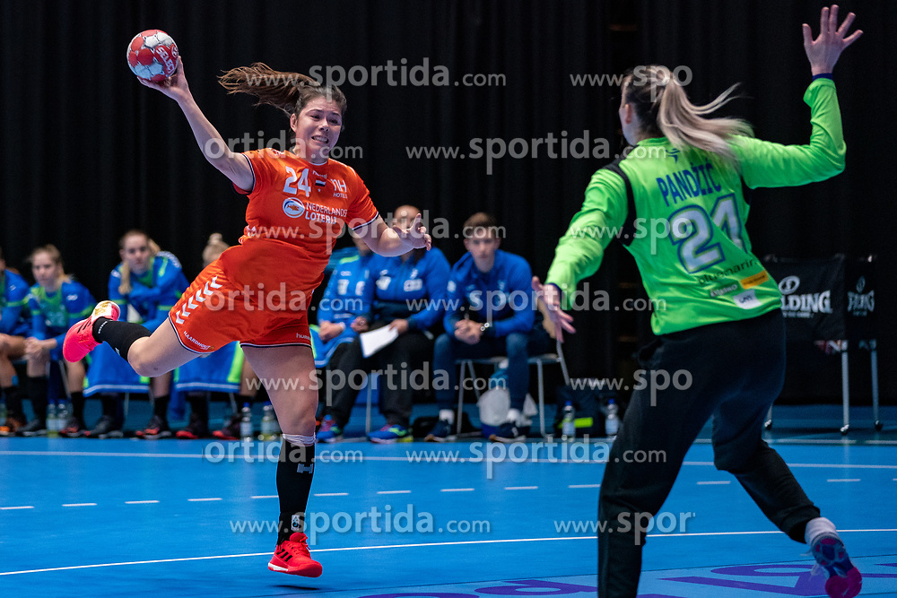 Martine Smeets of Netherlands, Amra Pandzic of Slovenia in action during the Women's friendly match between Netherlands and Slovenia at De Maaspoort on march 19, 2021 in Den Bosch, Netherlands (Photo by RHF Agency/Ronald Hoogendoorn)
