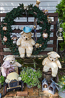 Canadian village at Niji-no-Sato  was modeled on Nelson City, Canada, a sister city of Izu City. Situated near a lake and offers  nature, teddy bears, and a kaleidoscope museum.