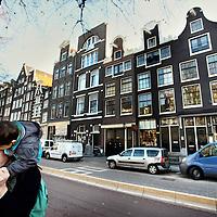 Nederland, Amsterdam , 28 november 2011..Restaurant la Stage op Gelderse kade 29 (4e pand van rechts achter blauw busje) heeft 1 Michelin ster gekregen..Foto:Jean-Pierre Jans