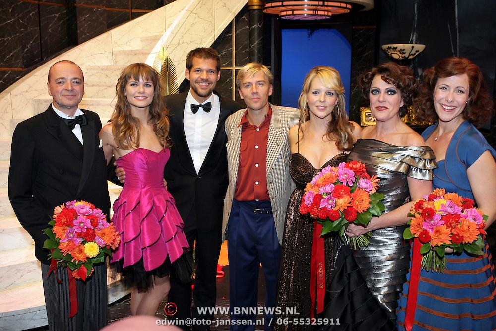 NLD/Amsterdam/200801010 - Premiere Sunset Boulevard, Peter de Smet, Angela Schijf, Rene van Kooten, Anthonie Kamerling, Chantal Janzen, Simone Kleinsma en Maaike Boerdam