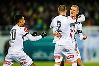 Fotball , 28 Oktober 2017 , Eliteserien , Kristiansund - Odd , Espen Ruud scorer og blir gratulert av Steffen Hagen og Etzaz Hussain<br /> <br /> <br />  , Foto: Marius Simensen, Digitalsport