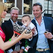 NLD/Amsterdam/20110525 - Presentatie The Luery List #1, Daphne deckers, Michael Ling en zoontje