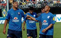 Brasiliens Adriano und Roberto Carlos lachen. © Alexander Wagner/EQ Images