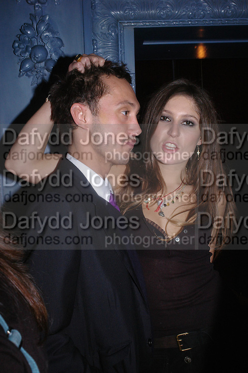 Dan Macmillan and Stella Schnabel. Zac Posen Spring/ Summer collection launch party. The Blue Bar, Berkeley Hotel. London. 7 March 2004. Dafydd Jones,  ONE TIME USE ONLY - DO NOT ARCHIVE  © Copyright Photograph by Dafydd Jones 66 Stockwell Park Rd. London SW9 0DA Tel 020 7733 0108 www.dafjones.com