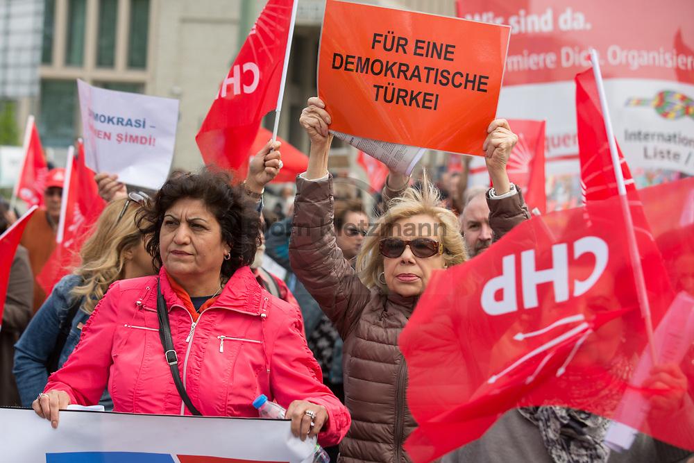 Berlin, Germany - 01.05.2018<br /> <br /> Supporters of the Turkish CHP at the German Federation of Unions (DGB) demonstration on Labour Day, 1st of May 2018 in Berlin.<br /> <br /> Anhaenger der tuerkischen CHP auf der DGB-Gewerkschaftsdemonstration am Tag der Arbeit, dem 1. Mai, in Berlin.<br /> <br /> Photo: Bjoern Kietzmann