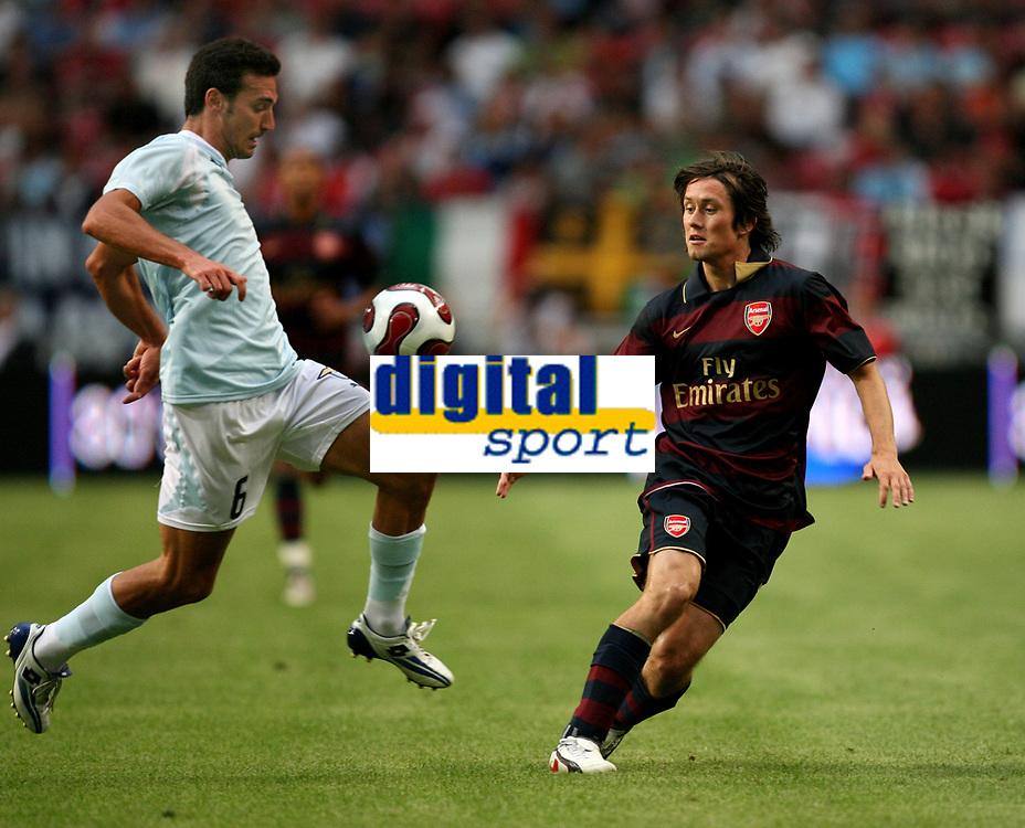 Photo: Maarten Straetemans.<br /> Arsenal v Lazio. LG Amsterdam Tournament. 02/08/2007.<br /> Lionel Scaloni (Lazio) with Tomas Rosicky of Arsenal