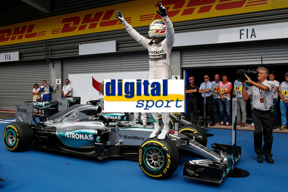 HAMILTON lewis (gbr) mercedes gp mgp w06 action podium ambiance arrivee finish line    during the 2015 Formula One World Championship, Belgium Grand Prix from August 20 to 23th 2015, in Spa-Francorchamps, Belgium. Photo Frederic Le Floc'h / DPPI
