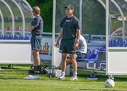 FODBOLD: Manager Flemming Pedersen (Helsingør) under kampen i Kvalifikationsrækken, pulje 1, mellem Elite 3000 Helsingør og Lyngby Boldklub den 10. juni 2006 på Helsingør Stadion. Foto: Claus Birch