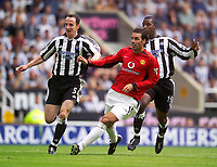 Fotball<br /> Premier League England 2003/2004<br /> Newcastle v Manchester United 23.08.2003<br /> Norway Only<br /> Foto: Digitalsport<br /> <br /> Photo. Jed Wee<br /> Newcastle United v Manchester United, FA Barclaycard Premiership, St. James' Park, Newcastle. 23/08/2003.<br /> Manchester United's Ruud van Nistelrooy (C) looks on as his shot hits the back of the net, and Newcastle central defenders Andy O'Brien (L) and Titus Bramble look on helplessly.